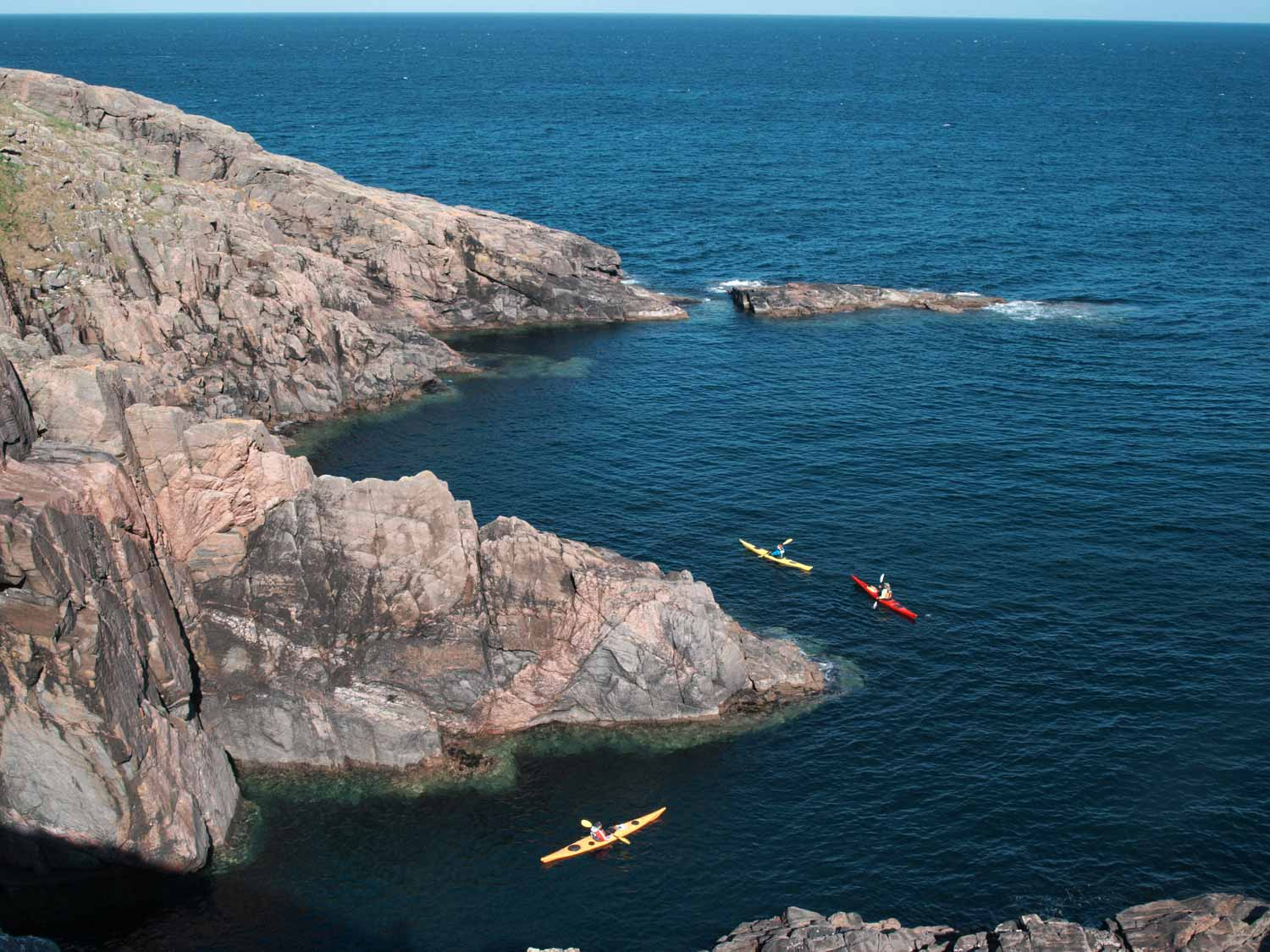 sea-kayaks-below-cliffs-Mingulay